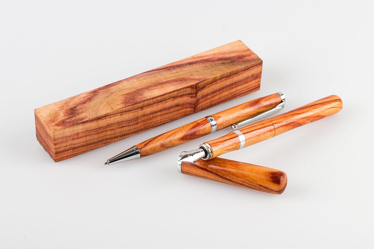 Handgefertigtes Schreibgeräte-Set aus Rosenholz