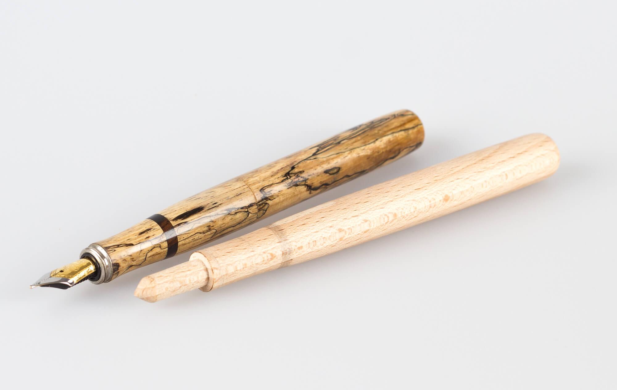 Füller aus Tamarind, mit einzigartigem Griffstück aus Holz