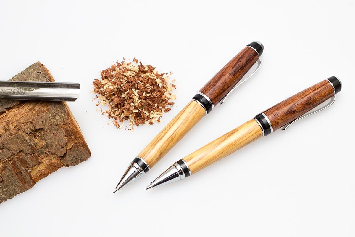 Handgefertigtes Schreibgeräte-Set aus Olivenholz und Amboina